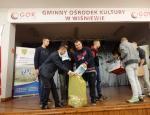 MOW Gostchorz oficjalne przekazanie pierwszej części zebranych nakrętek w akcji dla Amelki
